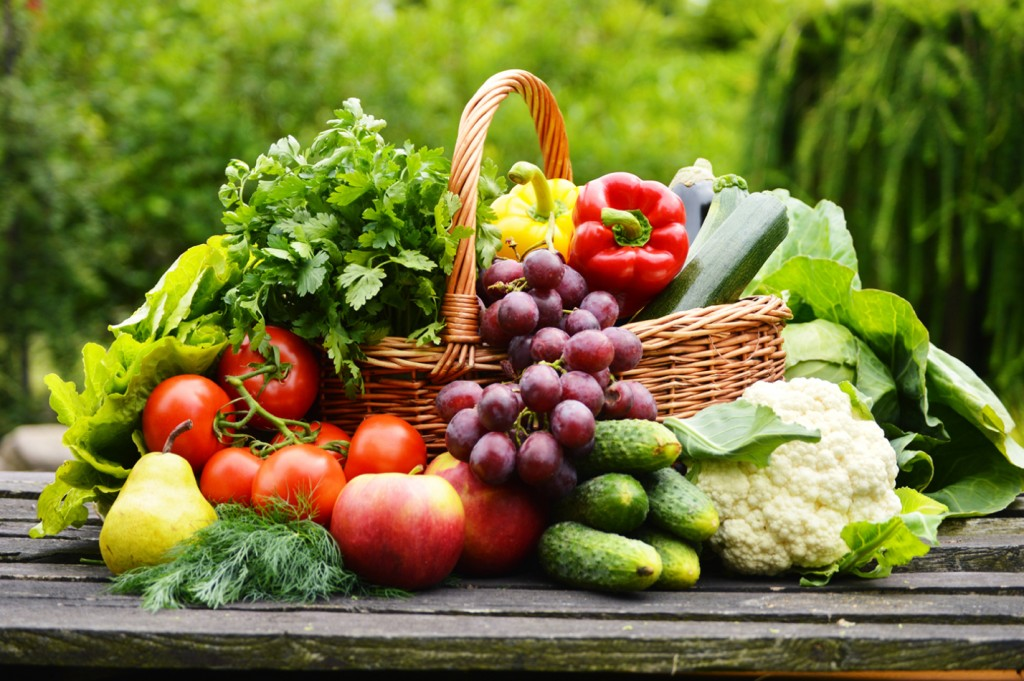 fruits-and-veggies-in-a-basket-outdoors